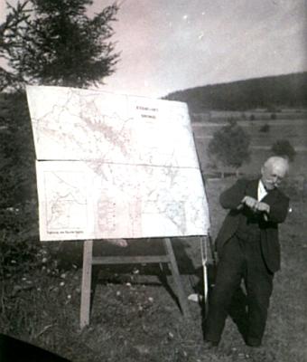 Při přednášce nedaleko Volar někdy v druhé polovině dvacátých let 20. století na snímku Franze Seidela