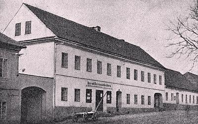 Rodný dům ve Volarech kdysi...