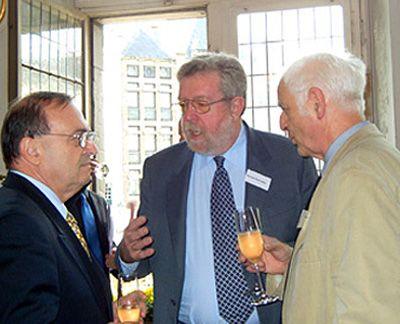 Norbert Schreiber s tehdejším prezidentem Mezinárodního P.E.N. klubu Jiřím Grušou a prezidentem berlínské Akademie umění Adolfem Muschgem v Cáchách na zasedání Horizont Europe, pořádaném Spolkovou centrálou pro politické vzdělávání