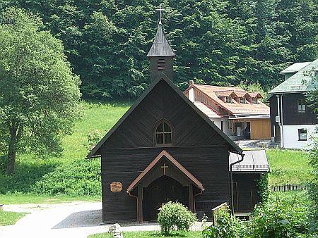 Kostel sv. Štěpána ve Spiegelhütte v Bavorském lese, kde žije