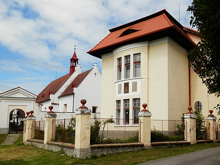 Kostel sv. Štěpána a fara v Bílé Hůrce