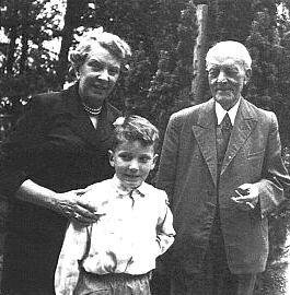 Jedna z posledních fotografií s manželkou a nejstarším vnukem