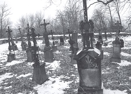 Starý hřbitov ve Štítarech po rekonstrukci na snímku z roku 2006