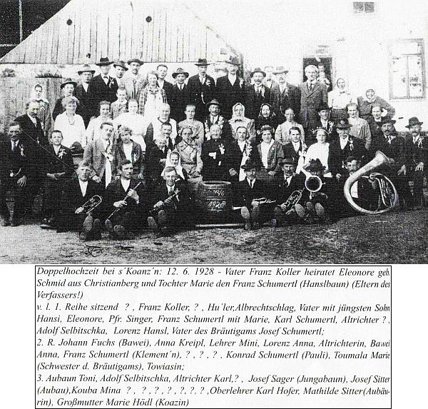 Dvojí svatba před stavením čp. 20 na Libínském Sedle v červnu roku 1928, v řadě sedících za muzikanzy první zprava Josefův děd a jmenovec, osmý zprava vedle faráře Singera Josefův otec Franz Schumertl a sedmá zprava Josefova matka Marie, roz. Kollerová (vzadu stojí třetí zprava učitel Karl Hofer