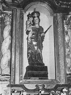 Socha Madony ze zbořeného kostela v Rychnůvku stojí dnes na oltáři frymburského domu Páně...