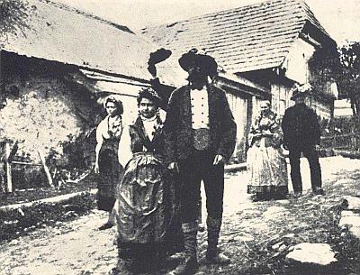 Svatební pár ze Zbytin ještě v kroji na vzácném snímku z roku 1860