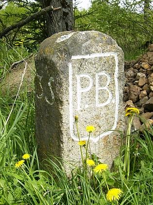 Hraniční kámen a rozcestník u Konnersreuthu