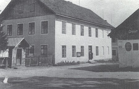 """Škola v Kvildě ve třicátých letech dvacátého století za """"první republiky"""""""