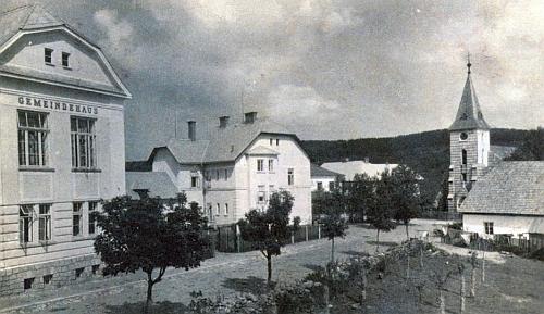 Obecní dům na Kvildě na staré pohlednici