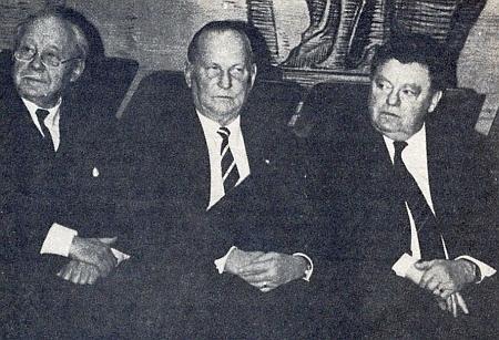 V roce 1986 přebíral spolu s prezidentem sdružení Bayerischer Wald-Verein Dr. Gottfriedem Schmidem Cenu životního prostředí zrukou bavorského premiéra Franze-Josefa Strauße (zleva Schuster, Schmid, Strauß)