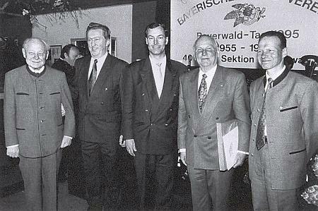 Při předávání kulturních cen BWV v Hohenwarth roku 1995 stojí zcela vlevo