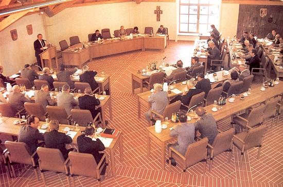 Hovoří při prvém zasedání sněmu zemského okresu Freyung-Grafenau v říjnu roku 1983