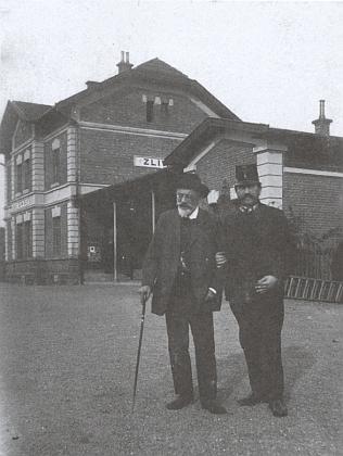 Před ní byl významným literárním návštěvníkem Zlivi a Blat Karel Klostermann - snímky jej zachycují před odjezdem na Kubatovskou slavnost v roce 1919 na zlivském nádraží a na blíže neurčeném místě ve Zlivi