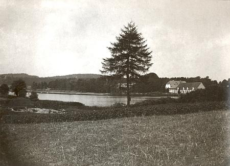 Zámeček Koců z Dobrše u zaniklé Železné byl po roce 1945 rovněž zbořen