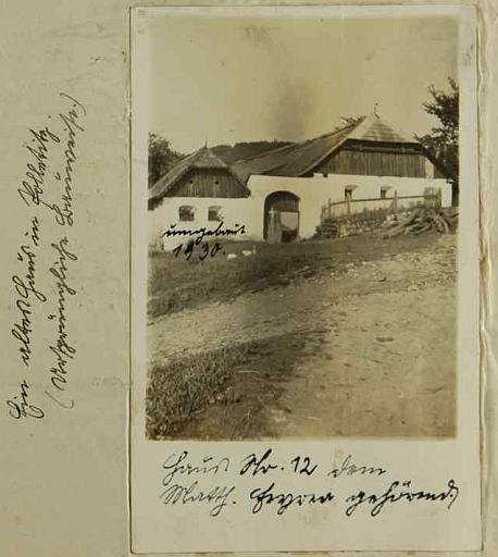 Nejstarší stavení v Boleticích čp. 12, majitel Matthias Feyer, jak je zachytil snímek v boletické školní kronice