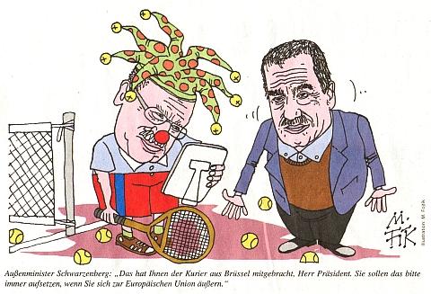 """Jako český ministr zahraničí domlouvá na této karikatuře z roku 2008 prezidentu Václavu Klausovi: """"To Vám právě doručil kurýr z Bruselu, pane prezidente. Máte si to, prosím, nasadit vždycky, když se hodláte vyjádřit k Evropské unii"""""""