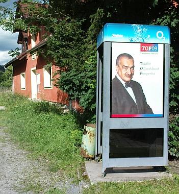 Na volebním plakátě v létě 2009 v Horní Plané