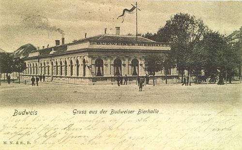"""Budějovická """"Bierhalle"""" na staré pohlednici - původně pivnice Měšťanského pivovaru, po roce 1918 kavárna arestaurace Metropol, byla zbytečně zbořena v roce 1962 kvůli nikdy nerealizované stavbě divadla"""
