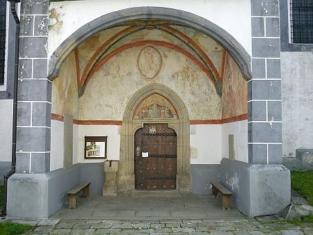... a celkový pohled na portál kájovského poutního kostela