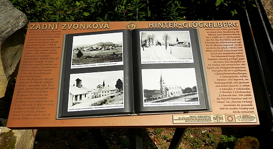 """Stejně jako řada jiných šumavských obcí byla Zvonková v roce 2015 takto připomenuta informační tabulí vrámci projektu """"Album Šumavy"""""""