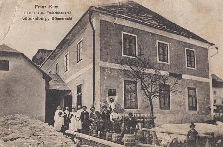 Hostinec a řeznictví Franze Karyho v zaniklé Zvonkové