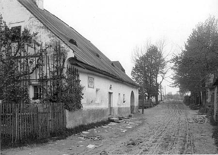 Sechterův rodný dům ve Frymburku na vzácném snímku z doby kolem roku 1900 (viz i Adolf Kraupatz)