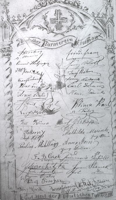 Tady vidíme podpis kandidáta práv Karla Sedlaka (vlevo třetí shora) mezi členy krumlovského Turnverein vnávštěvní knize rozhledny na Kleti - prvý vpravo nahoře je podepsán i Friedrich Franz