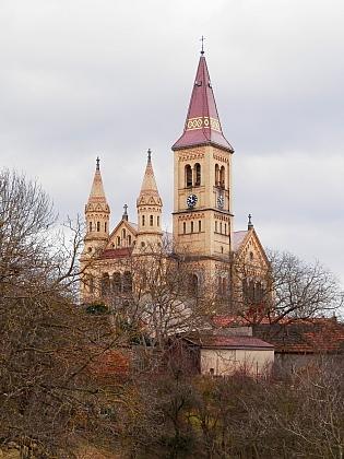 Kostel svatých apoštolů Petra a Pavla v Hosíně