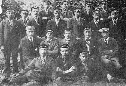 S budějovickým studentským spolkem Markomania (sedící ve druhé řadě prvý zprava)