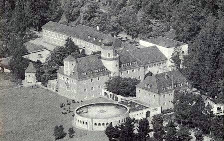 """Rašelinné lázně Moorbad Neydharting, kde se jeho zásluhou konávaly """"Budweiser Kulturtage"""""""
