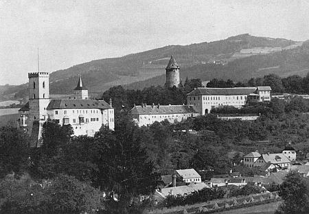 ... i tento z Rožmberka nad Vltavou zachycující mimo jiné podobu někdejší tamní židovské synagogy (viz i A. A. Sterns)