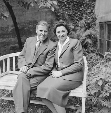 Dva snímky manželského páru Franze a Marie Seidelových zfotobanky Musea Fotoateliér Seidel
