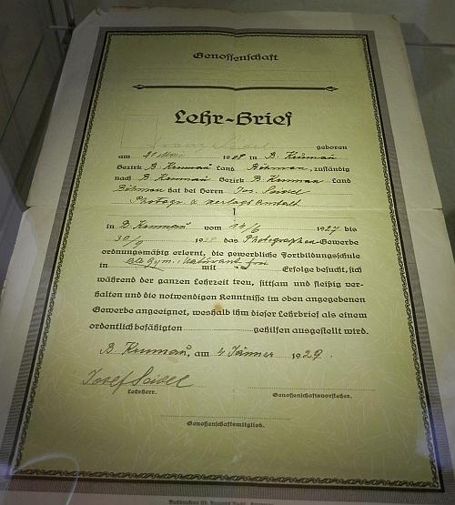 Výuční list s otcovým podpisem