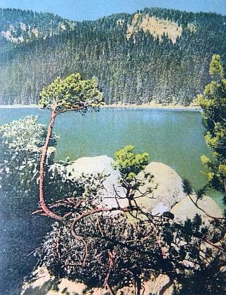 Plešné jezero na jeho barevném snímku z roku 1922