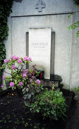 Ještě jednou jeho hrob na českokrumlovském hřbitově - takto vyhlížel v červnu 1989, kdy ho svým snímkem zachytil Dr. Othmar Hanke