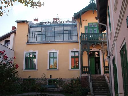 Pohled na dům v roce 2012...