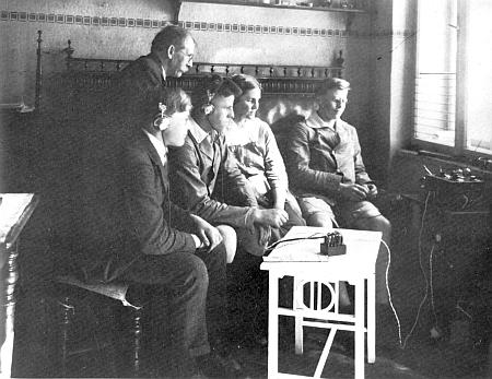 U prvního vlastnoručně sestrojeného radiopřijímače kolem roku 1925