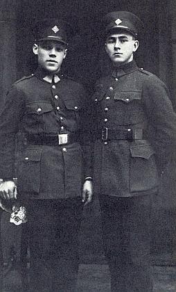 Dva rekruti československé armády: Franz Feil a Franz Seidl (ten vpravo)
