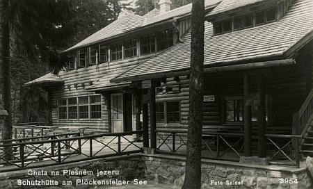 Chata na Plešném jezeře na dvou pohlednicích Josefa Seidela