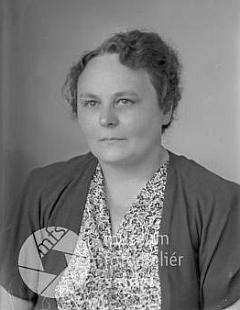 Malvina Senftová na snímku z fotoateliéru Seidel s datem vzniku 29. června 1950