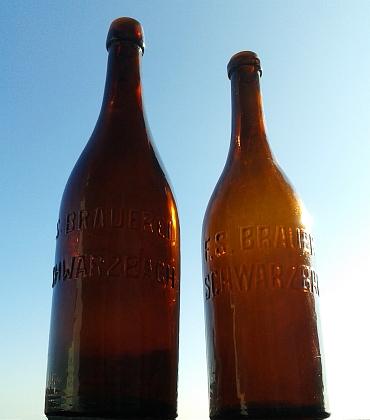 Pivní lahve z knížecího pivovaru v Černé v Pošumaví