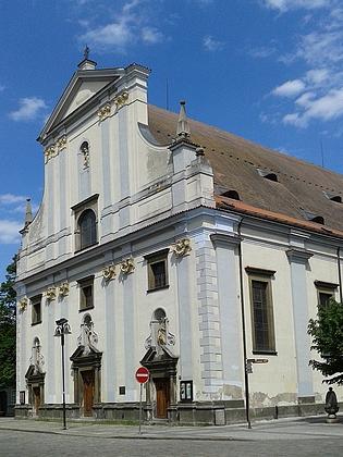 Průčelí českobudějovické katedrály sv. Mikuláše