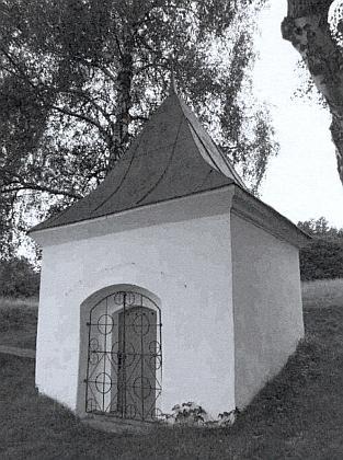 Kaplička Nejsvětější Trojice v Mlýnci na snímku z roku 2006