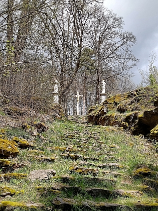 Obnovená volarská křížová cesta u Zlaté stezky pod vrchem Kamenáč (Steinberg)