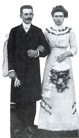 Svatební pár Otto a Agnes Sitterovi na snímku z jeho knihyoVolarech...
