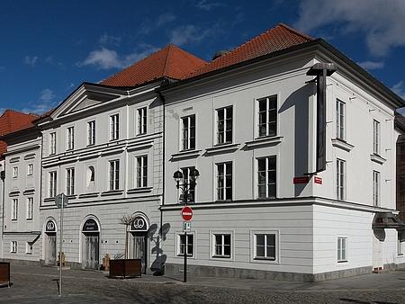 Průčelí českobudějovického divadla
