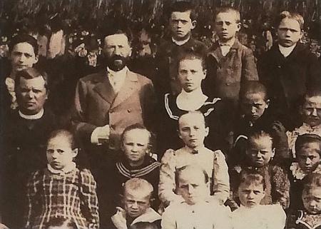 Franz Slamka na výřezu cetvinské školní fotografie