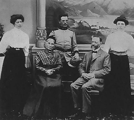 Caecilia a Franz Slamkovi s dcerami