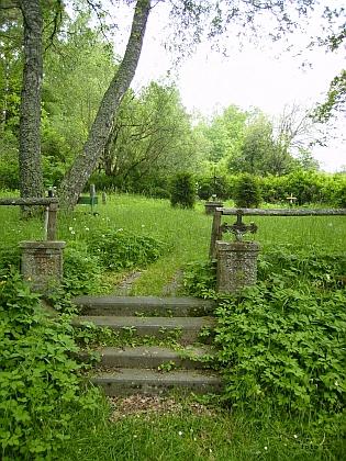 Cetvinský hřbitov, kde byl pohřben