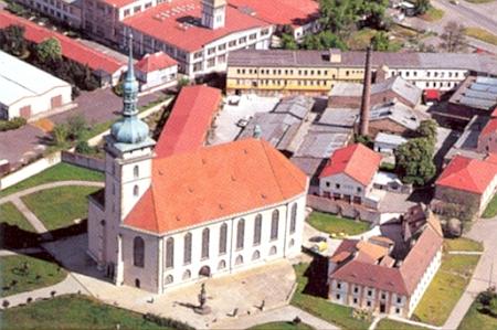 Proslulý kostel Nanebevzetí Panny Marie v Mostě, kde Slapnicka chodil do školy a maturoval